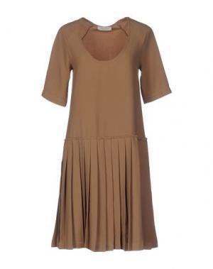 Короткое платье LOU LONDON. Цвет: верблюжий