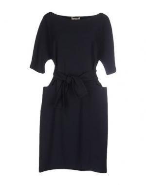 Короткое платье NIU'. Цвет: темно-синий