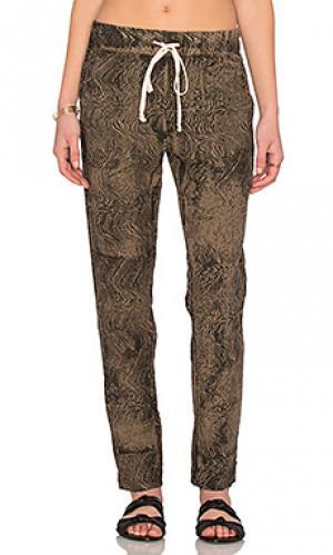 Льняные брюки Enza Costa. Цвет: оливковый