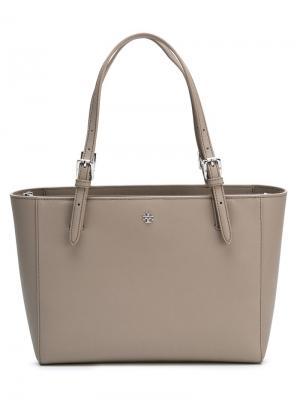 Маленькая сумка-тоут  York с пряжками Tory Burch. Цвет: телесный