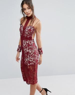 Love Triangle Кружевное платье с высоким воротом и сетчатыми рукавами. Цвет: красный