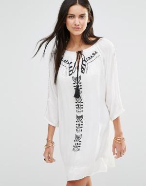 Brave Soul Платье-туника с длинными рукавами и вышивкой. Цвет: белый