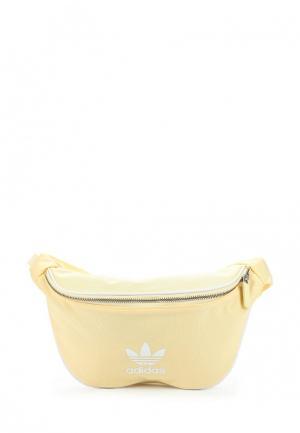 Сумка поясная adidas Originals. Цвет: желтый