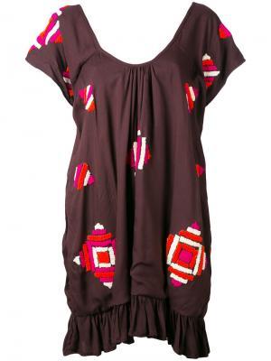Платье с геометрический вышитым узором All Things Mochi. Цвет: коричневый