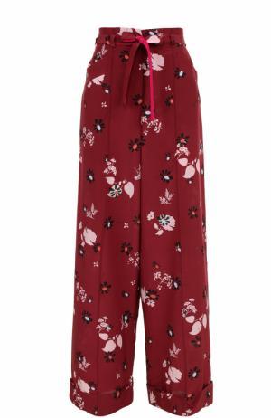 Шелковые брюки с цветочным принтом и поясом Valentino. Цвет: бордовый