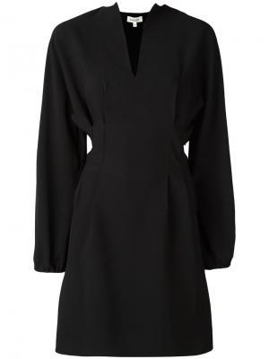 Приталенное платье с V-образным вырезом Toteme. Цвет: чёрный