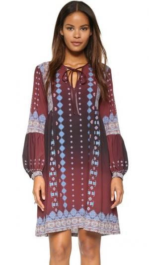 Платье с вышивкой и эффектом «омбре» Clover Canyon. Цвет: винный