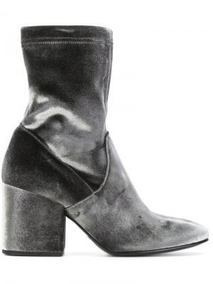 Бархатные ботинки Strategia. Цвет: серый