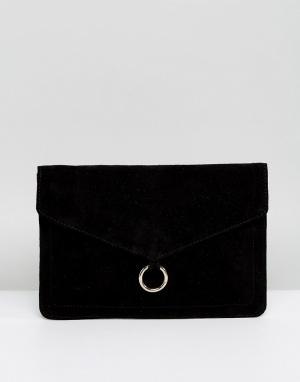 ASOS Замшевый клатч-конверт с кольцом. Цвет: черный