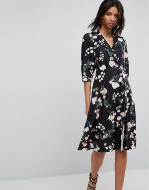 Uttam Boutique Платье с цветочным принтом и запахом. Цвет: мульти