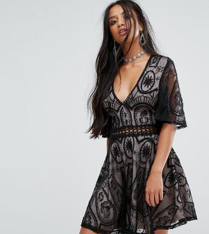 Sisters of the Tribe Кружевное чайное платье Petite. Цвет: черный