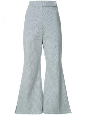 Укороченные расклешенные брюки Kimhekim. Цвет: чёрный