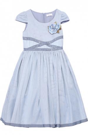 Приталенное платье с коротким рукавом и брошью Monnalisa. Цвет: голубой