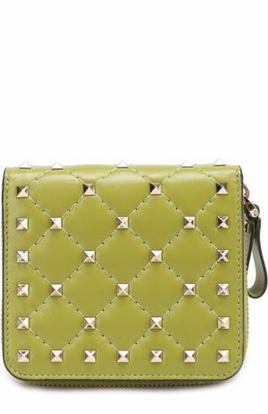 Кожаный бумажник Rockstud Spike Valentino. Цвет: зеленый