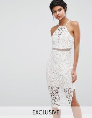 Love Triangle Кружевное платье миди с высокой горловиной. Цвет: белый