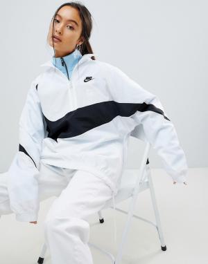 Nike Белая спортивная куртка с крупной галочкой Vaporwave. Цвет: белый