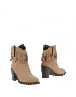 Полусапоги и высокие ботинки CARLA G.. Цвет: песочный