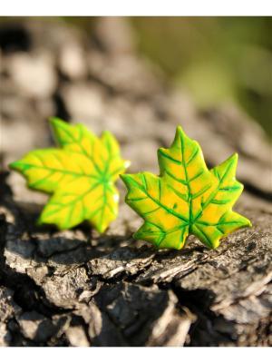 Серьги-гвоздики Green maple НечегоНадеть. Цвет: зеленый, желтый