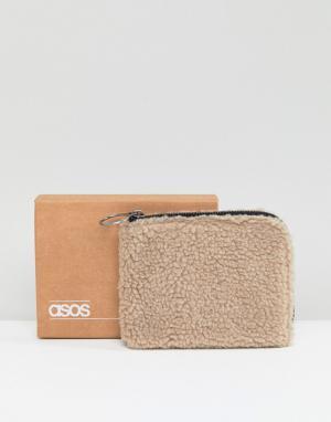 ASOS Бумажник из искусственного меха кремового цвета на молнии. Цвет: кремовый