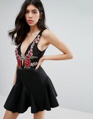 Love Triangle Боди с цветочной вышивкой. Цвет: черный