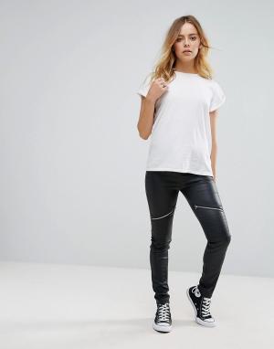 Glamorous Байкерские брюки скинни из искусственной кожи. Цвет: черный