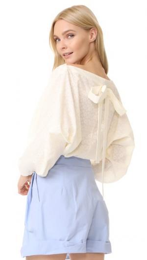 Блуза из кружевного шитья Vika Gazinskaya. Цвет: золотой