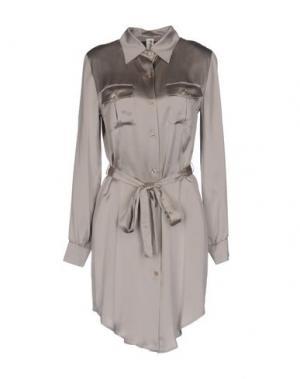 Короткое платье FIRMA. Цвет: серый