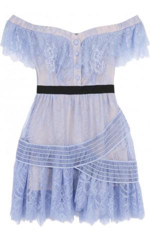 Приталенное кружевное мини-платье с открытыми плечами self-portrait. Цвет: голубой