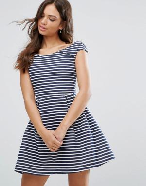 Wal G Короткое приталенное платье в полоску. Цвет: темно-синий