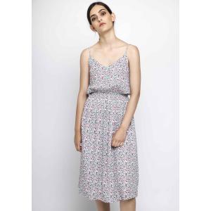 Платье прямое средней длины, 3/4, на тонких бретелях COMPANIA FANTASTICA. Цвет: белый/цветочный рисунок
