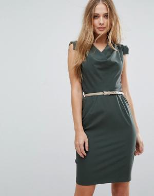 Closet London Платье-футляр с поясом и драпировкой. Цвет: зеленый