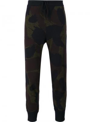 Спортивные брюки с камуфляжным принтом Oamc. Цвет: зелёный