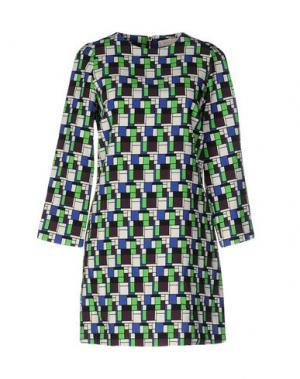 Короткое платье VICOLO. Цвет: белый