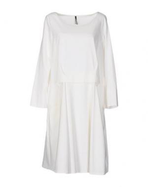 Платье до колена CORINNA CAON. Цвет: белый
