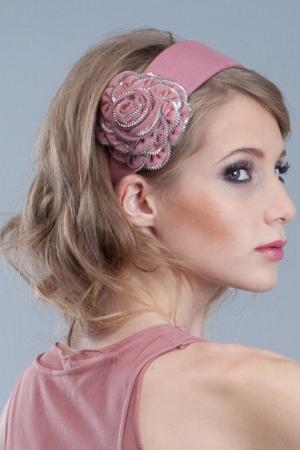 Ободок с розой Allezye. Цвет: карминовый