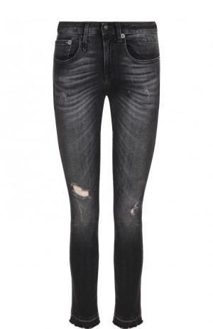 Укороченные джинсы-скинни с потертостями R13. Цвет: черный