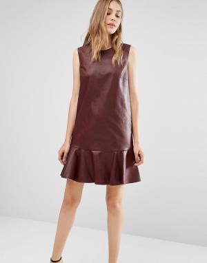 BCBG MaxAzria Платье без рукавов из искусственной кожи с круглым вырезом BCBGMAXAZRI. Цвет: красный