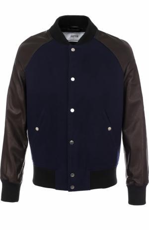 Шерстяной бомбер на кнопках с кожаными рукавами Ami. Цвет: темно-синий
