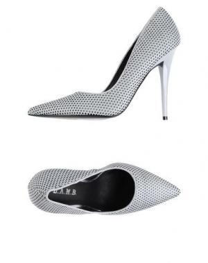 Туфли L.A.M.B.. Цвет: светло-серый