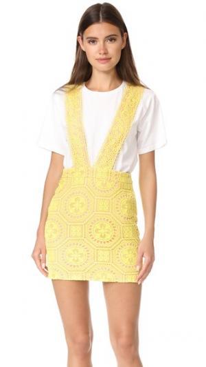 Платье-сарафан из контрастного кружева ENGLISH FACTORY. Цвет: шафран