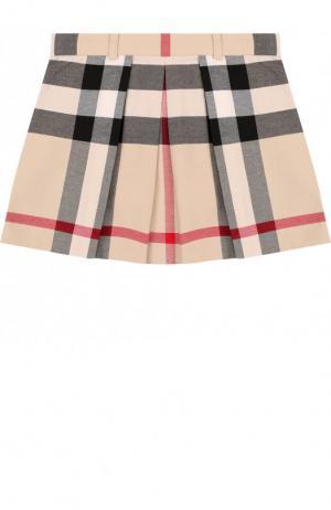 Хлопковая мини-юбка с принтом и защипами Burberry. Цвет: бежевый