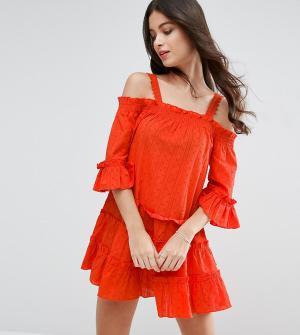 ASOS Petite Сарафан в горошек из ткани добби с открытыми плечами и ярусной отделко. Цвет: оранжевый