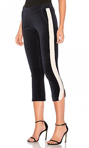 Спортивные брюки с бархатными полосками по бокам 525 america. Цвет: синий
