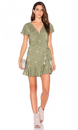 Платье с запахом и оборкой AUGUSTE. Цвет: зеленый