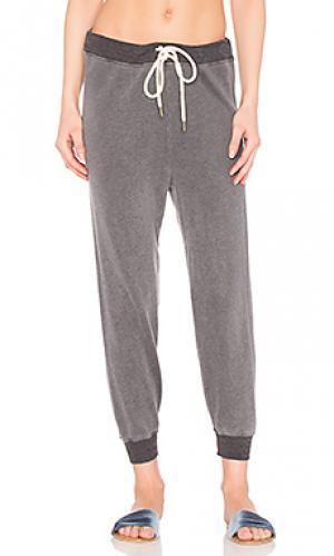 Укороченные спортивные брюки The Great. Цвет: серый