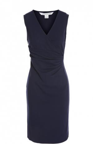 Платье-футляр без рукавов с V-образным вырезом Diane Von Furstenberg. Цвет: темно-синий