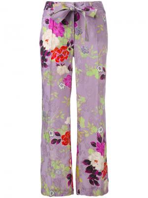 Расклешенные брюки с цветочным рисунком Etro. Цвет: розовый и фиолетовый