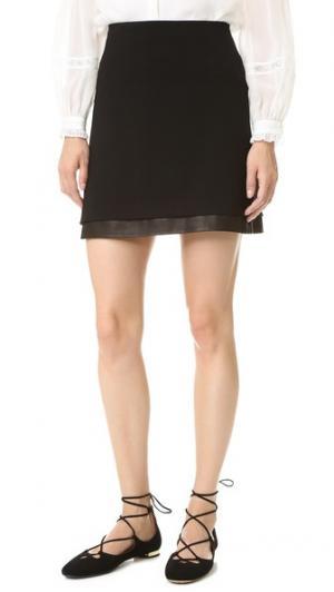 Комбинированная мини-юбка Darcie с кожаной отделкой alice + olivia. Цвет: голубой