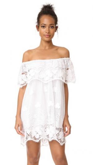Платье с открытыми плечами Angelique Miguelina. Цвет: белый