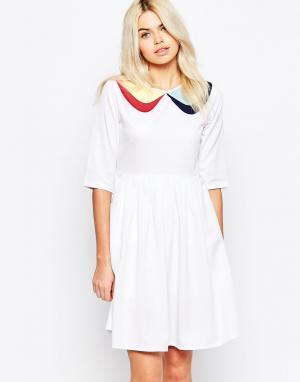 The WhitePepper Короткое приталенное платье с рукавами 3/4 и контрастным воротником Th. Цвет: белый